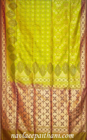 The parrot Green colour with Maroon contrast boarder in Uppada silkee sareear